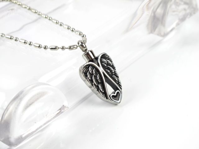 Guide to Cremation Jewelry